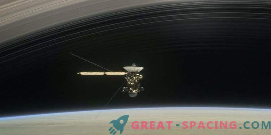 The first historical span of Cassini between the rings of Saturn