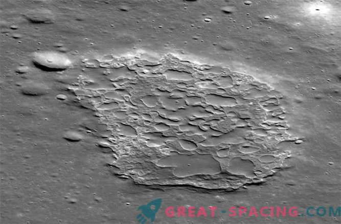 """Volcanoes that """"recently"""" erupted on the moon"""