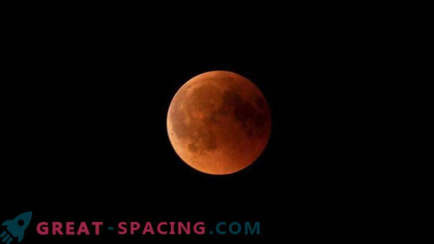 Total lunar eclipse: photos of observers