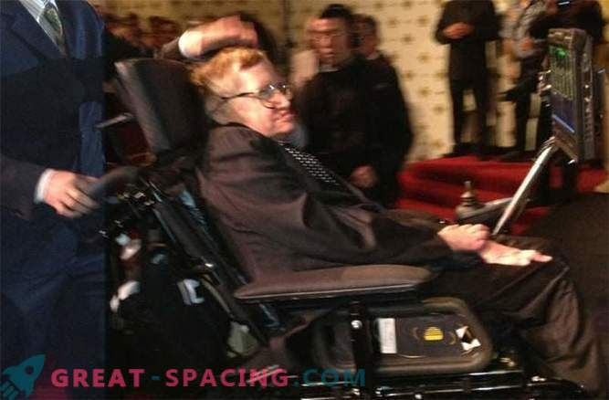 Stephen Hawking made the first post on Weibo