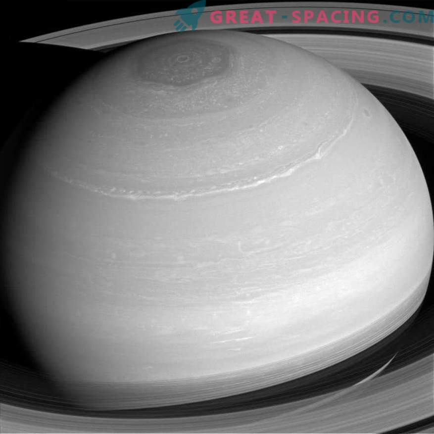 Scientists debunk the myth: Saturn cannot swim in water