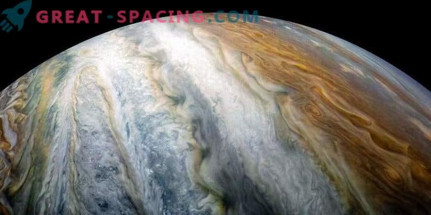Mystery of Jupiter's color bars