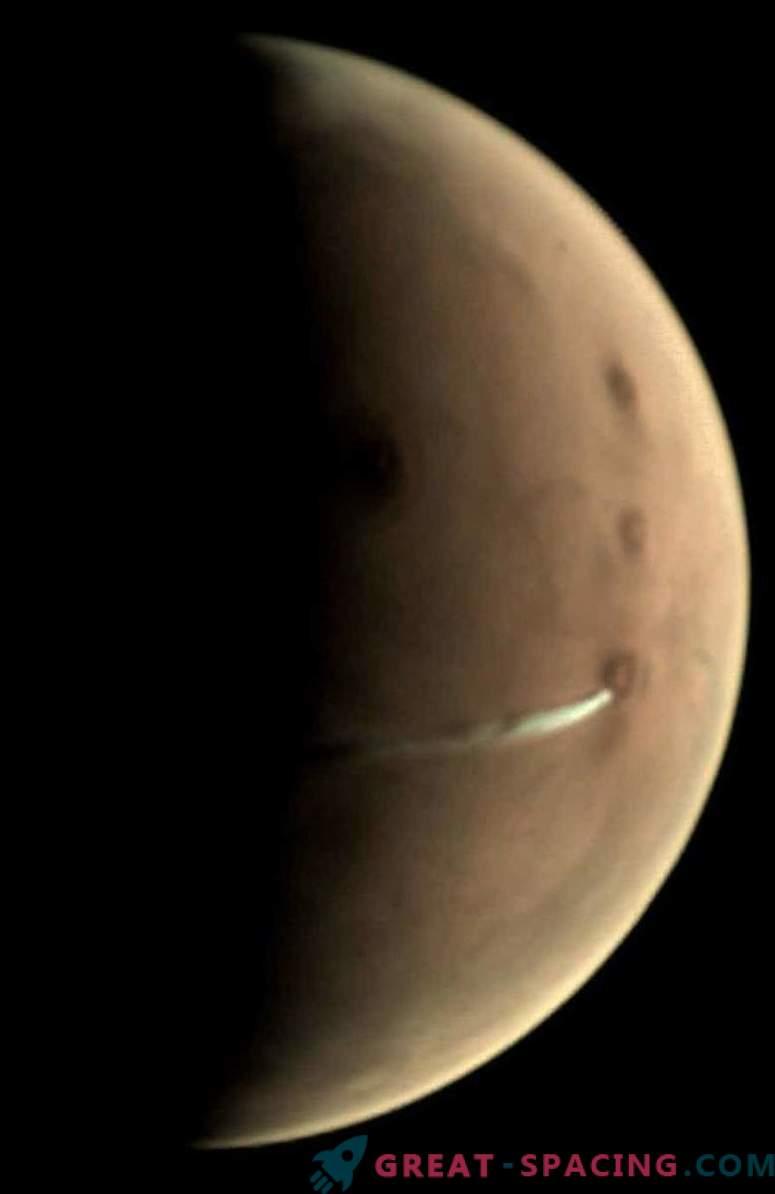 An Unusual Cloud Hangs Over Mars