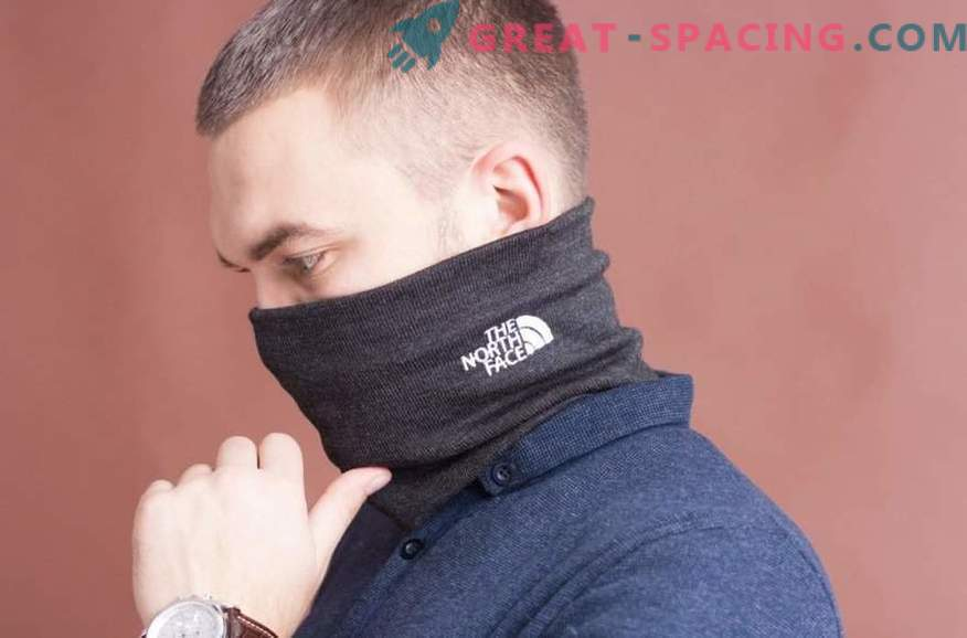 The winter buff is a convenient accessory on a frosty day.