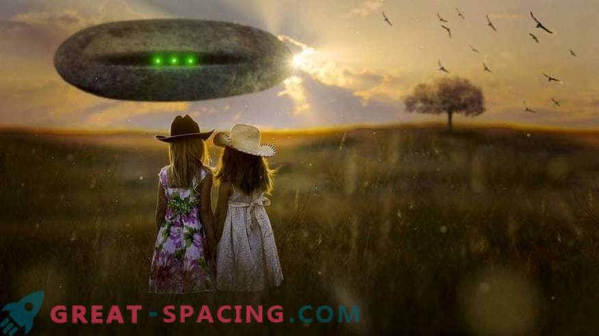 What does the American government's plan for contact with extraterrestrial beings look like
