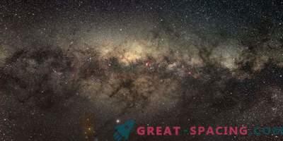 Der galaktische Kern weist eine geringe Sterngeburt auf.