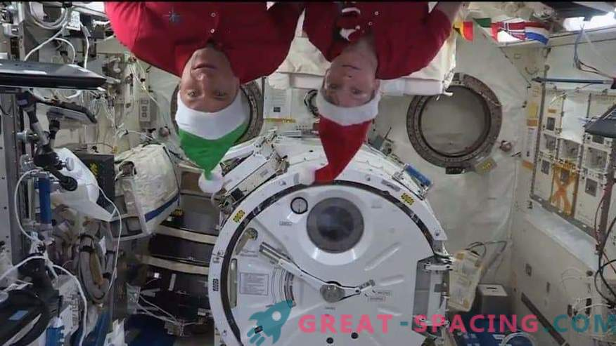 Christmas in orbit! The space station was filled with a festive atmosphere