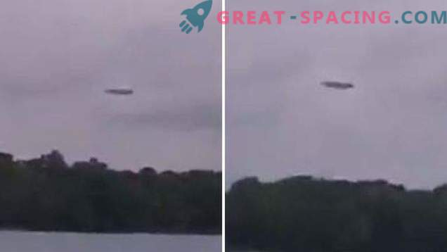 Square plane or UFO? Hunters for extraterrestrial intelligence captured a strange formation in the sky