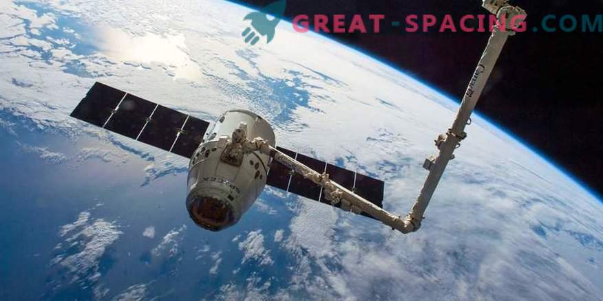 Video captures the farewell between the ISS and the Dragon capsule