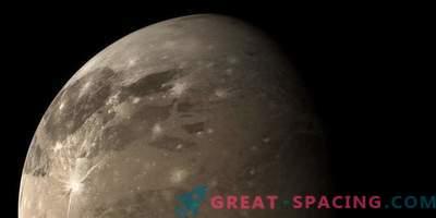 Powerful choral waves near Ganymede
