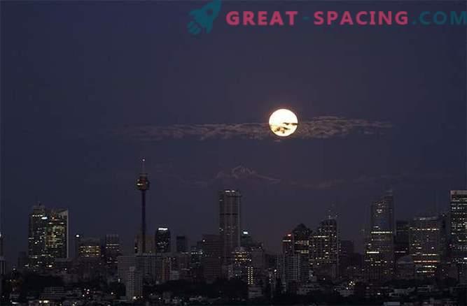 The stunning Blood Moon hit the world: photo
