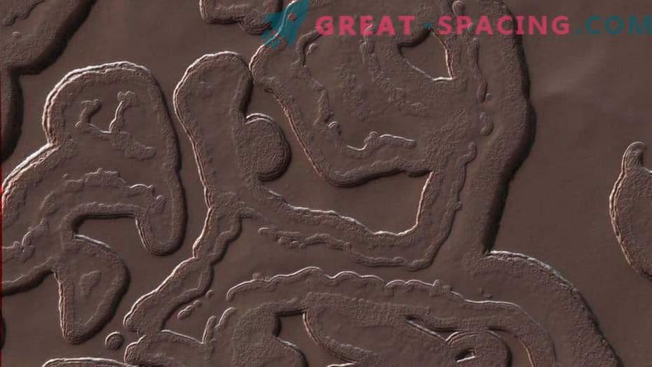 7 strange objects on Mars!