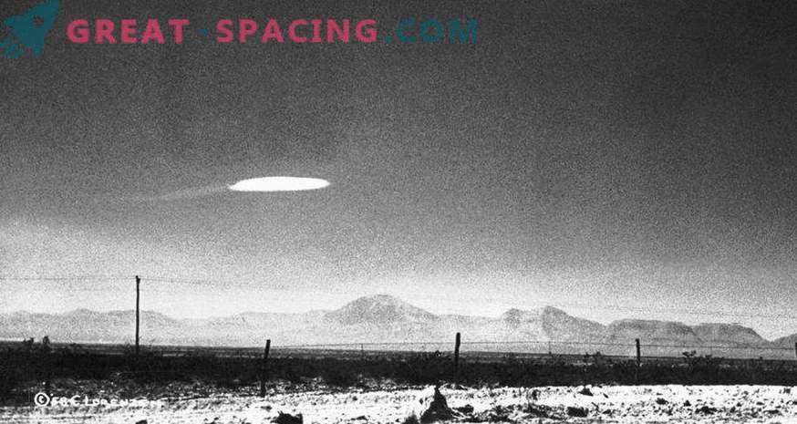 What a bright object appeared on the video over Phoenix. Opinion ufolog Scott Waring