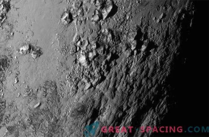 New Horizons: Pluto has icy mountains, Charon is active