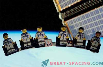 UK astronaut demonstrates LEGO space station for free riders