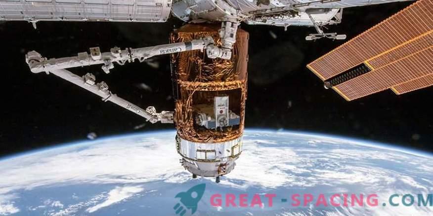 Japanese cargo ship left space station