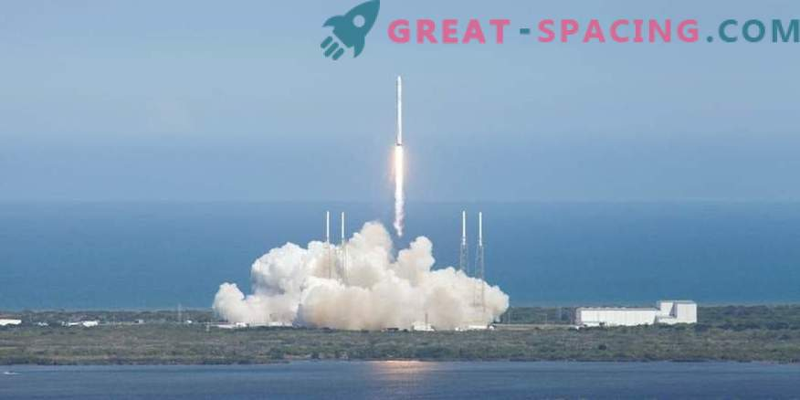 SpaceX postpones the date of sending tourists to the lunar orbit