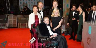 Stephen Hawking's first wife protests against inaccuracies in the biopic