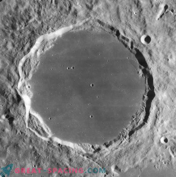 Crater counting: you can help map the surface of the moon