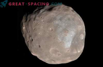 Mars satellite Phobos begins to collapse