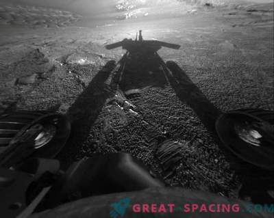 What will happen to a dead Opportunity unit on Mars?