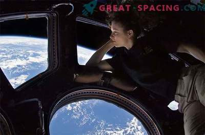 Radiation-absorbing glass could protect astronauts