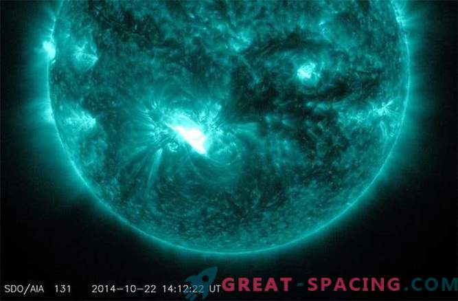 Threat of outbreak: a monstrous sunspot turns to Earth
