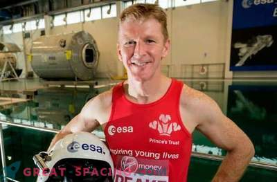 The British astronaut plans to take part in the London Marathon