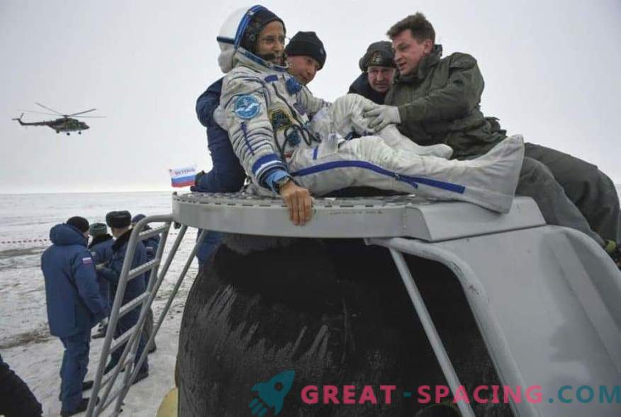 The astronaut and two astronauts returned from the ISS