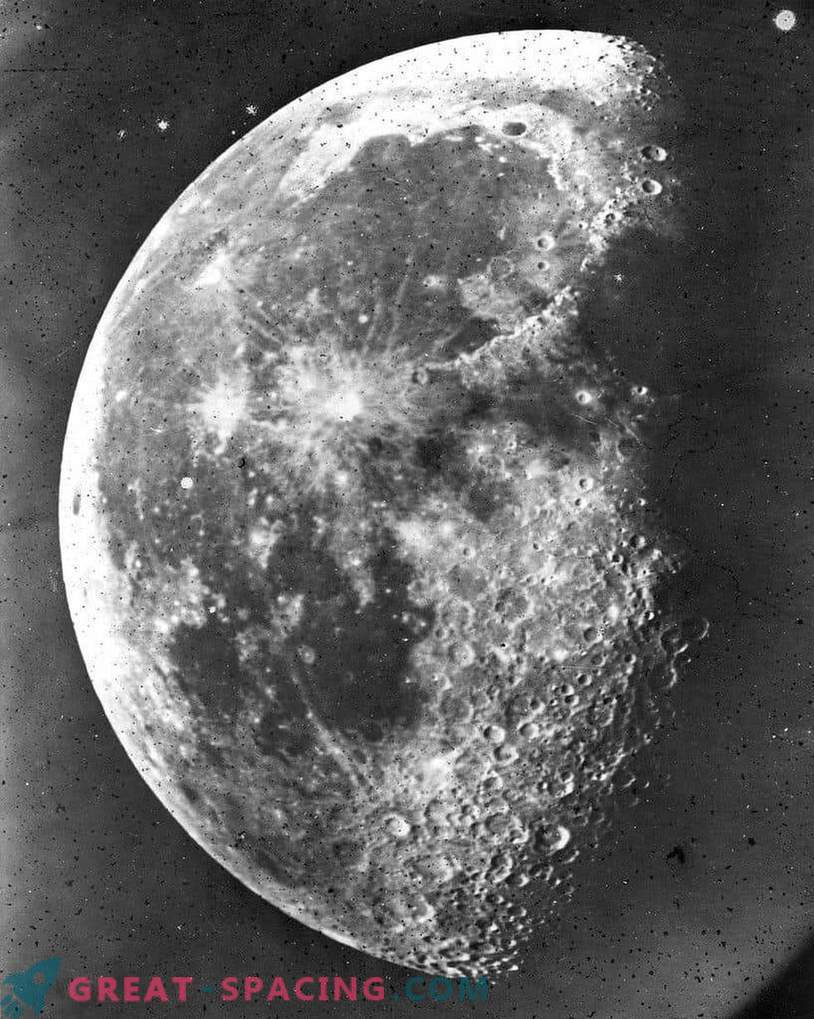 When the first photo of the moon appeared