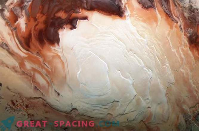 Space cappuccino: delicious curls at the south pole of Mars
