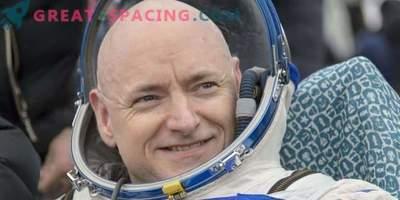 L'astronauta chiede compagnia lunare a Mask e Maesawa