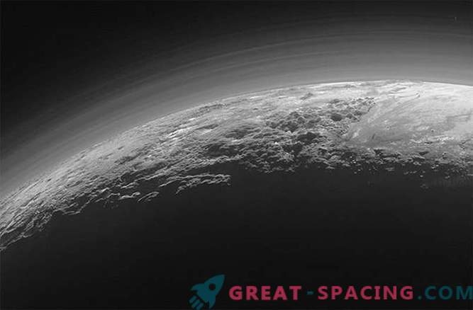 "Spaceship New Horizons sent a photo of the misty ""Arctic"" of Pluto"