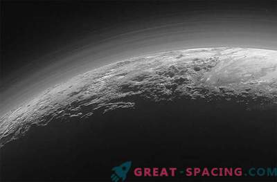 """Spaceship New Horizons sent a photo of the misty """"Arctic"""" of Pluto"""