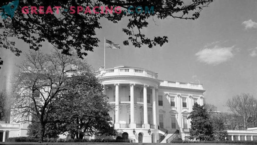 What unidentified objects were seen in Washington in 1952