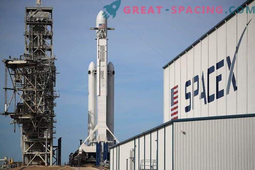 SpaceX plans to launch the Falcon Heavy rocket a second time