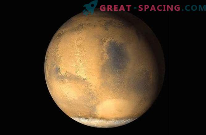 A large dust storm may soon hit Mars