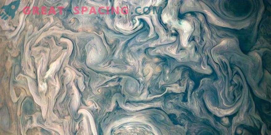 Photos of the cosmos: Chaotic Clouds of Jupiter