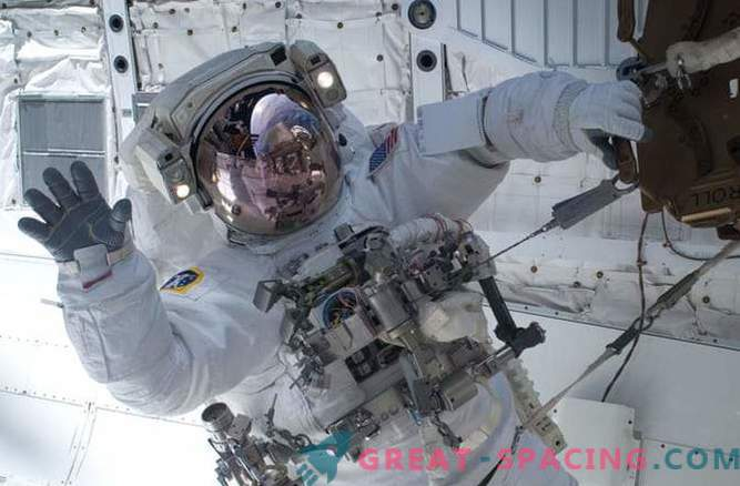 Space travel is associated with skin and hair problems