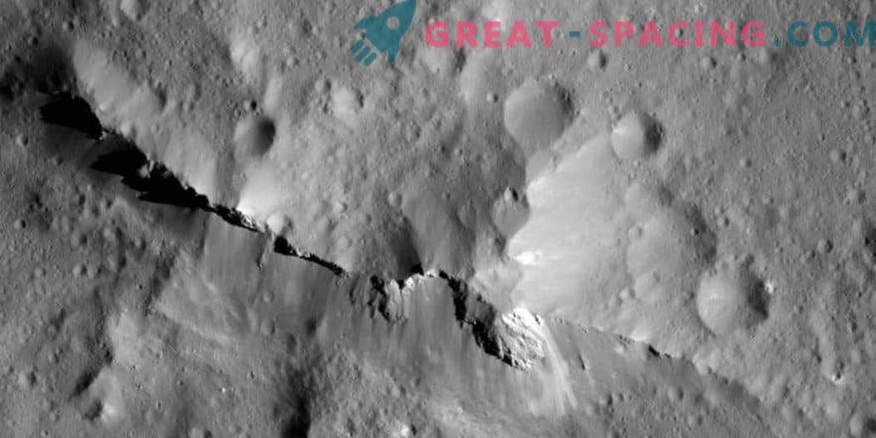 Does the surface of Ceres infest with carbon?