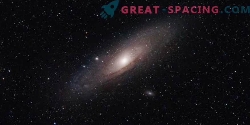A giant pair of black holes poses in the Andromeda Galaxy