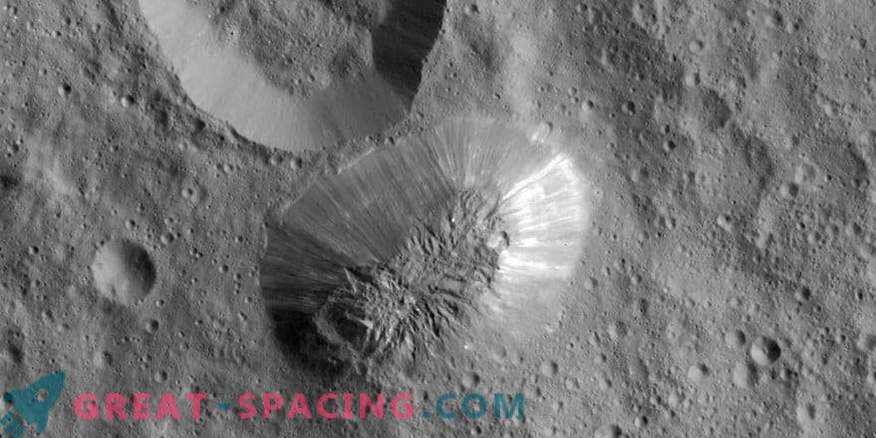 Curious disappearance of ice volcanoes on Ceres