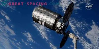 Cygnus cargo ship takes out garbage from ISS