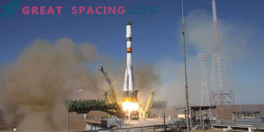 The Union sends the first manned mission to the ISS from October