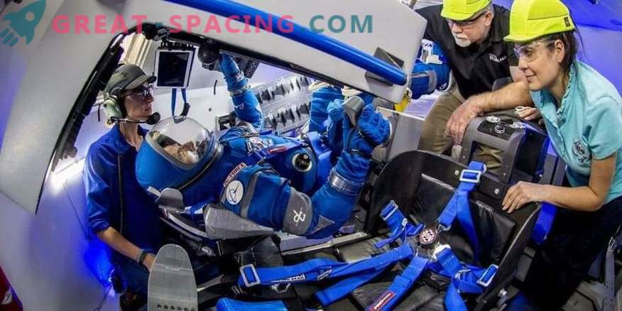 Boeing demonstrates tempting space suits for astronauts