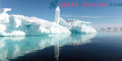 Under the ice of Antarctica mysterious buildings are seen! Secret base or alien spaceport?