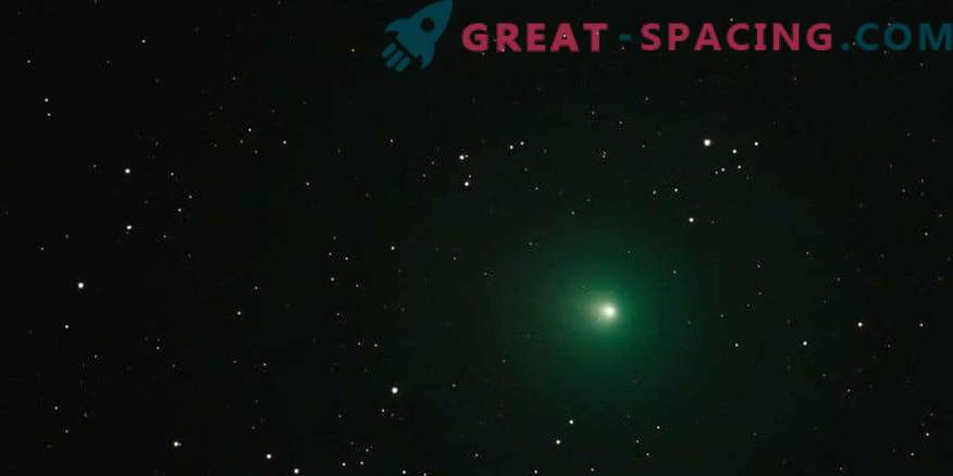 Why does a Christmas comet look green?
