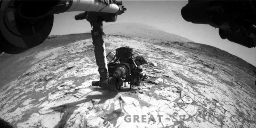 Martian life may be hidden under stones