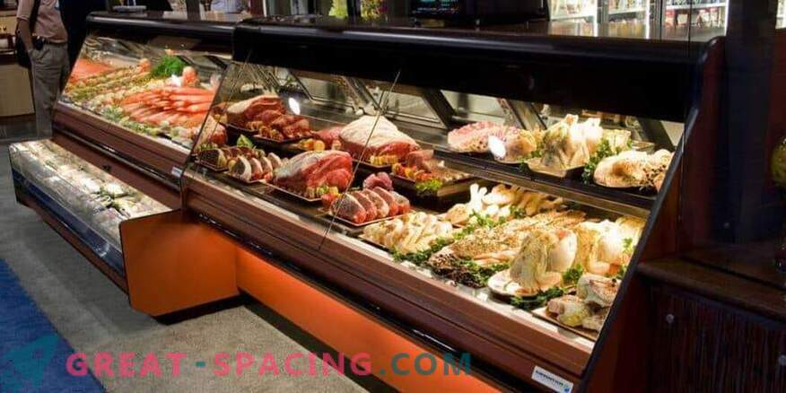 Refrigerated display cases: their varieties and advantages