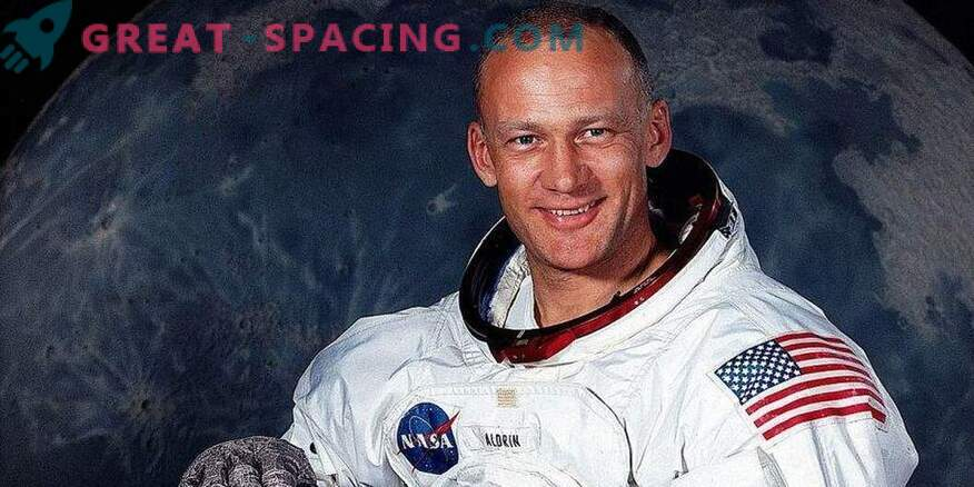 Light overboard of a spacecraft. What Buzz Aldrin Saw